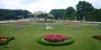 Schönbrunn - pohled na Glorietu.JPG