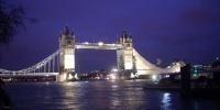 Tower Bridge před Vánocemi.jpg