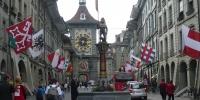 Bern-Kramgasse a Hodinová věž.JPG